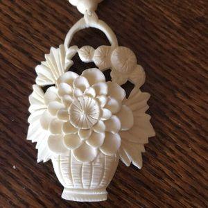 """""""VINTAGE """"Floral  Pendant Necklace."""